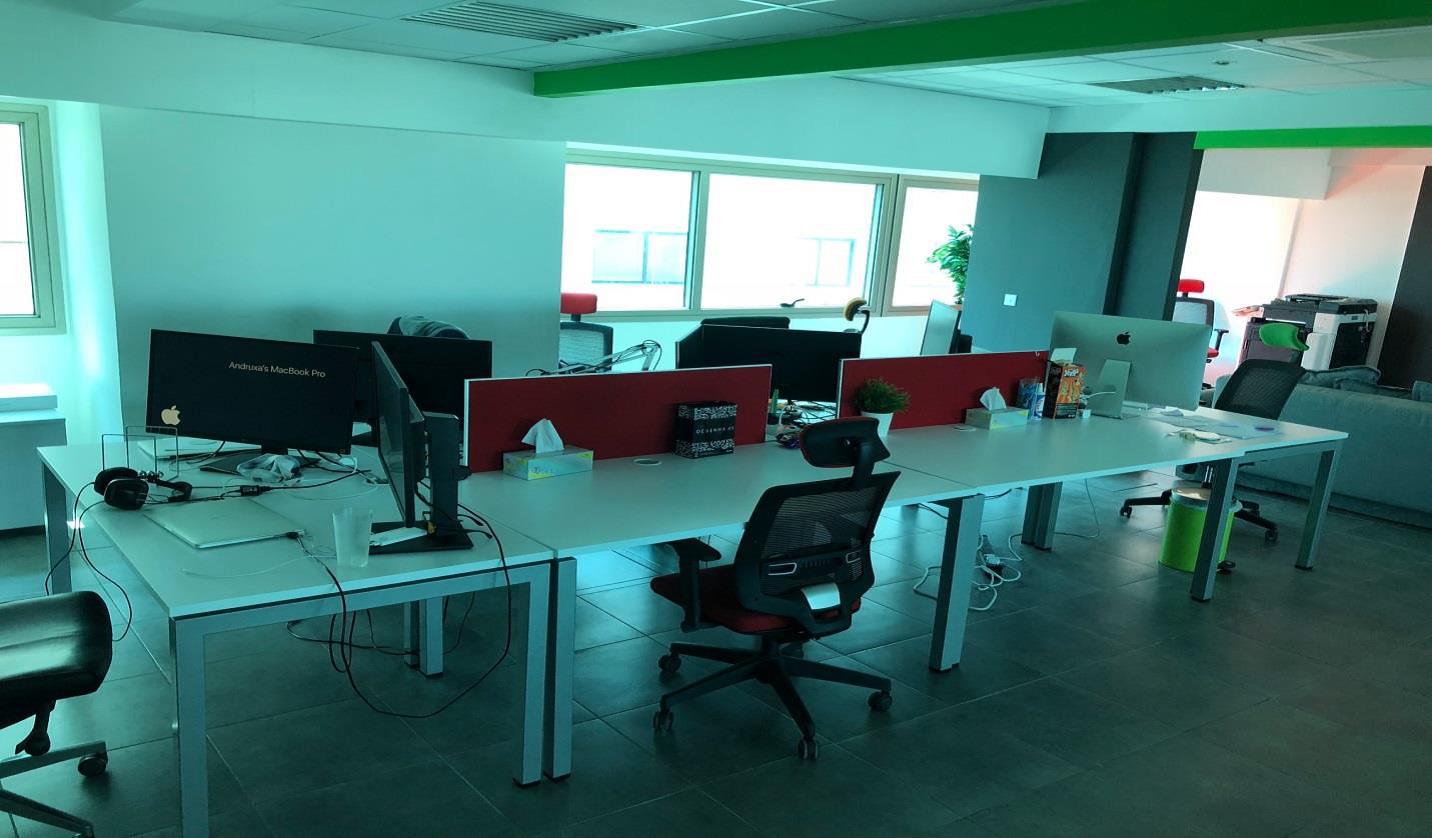Luxury office opposite the sea, enaerios