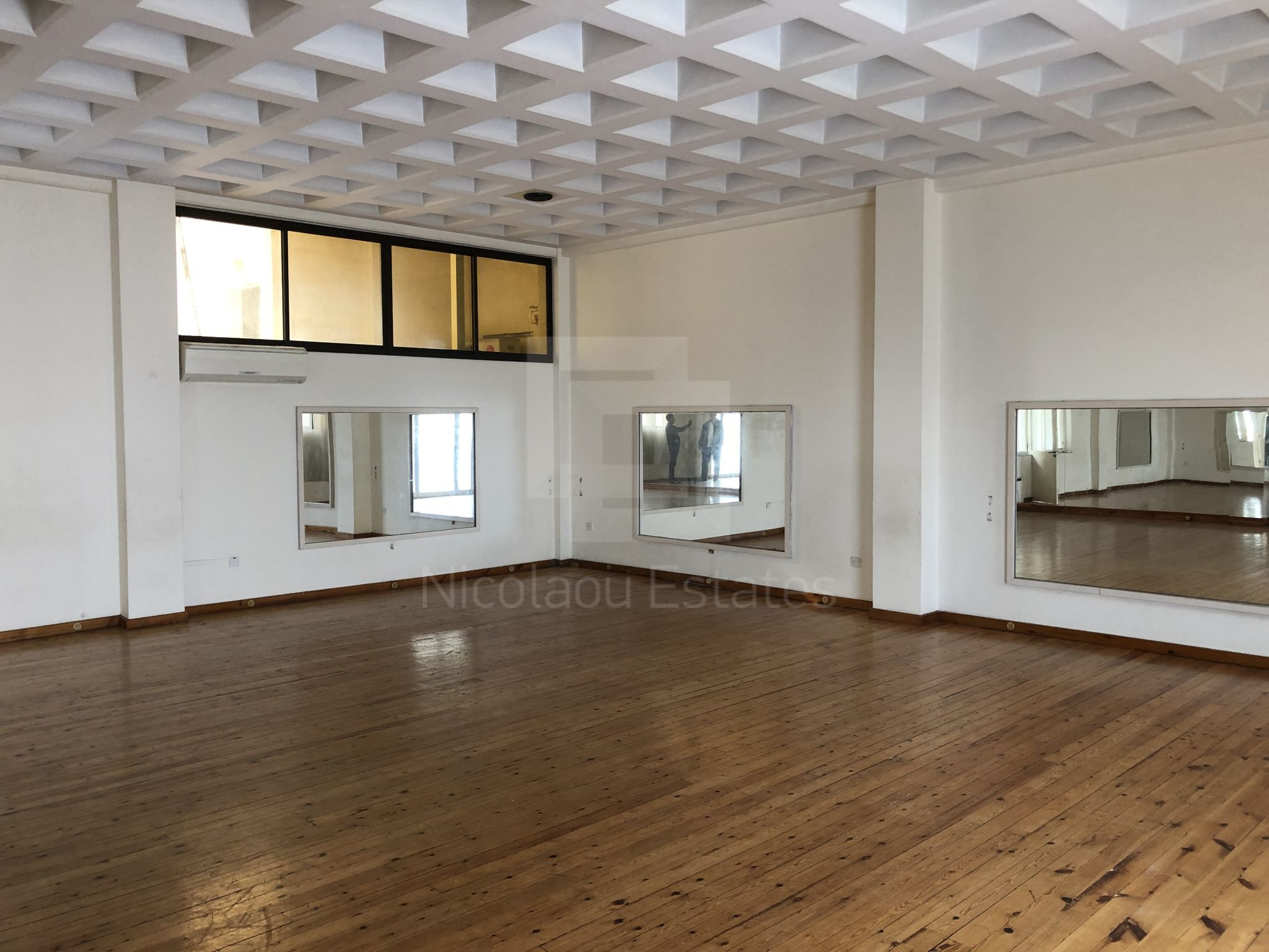 Large office for rent in city center good for ballet, martial sport or gym