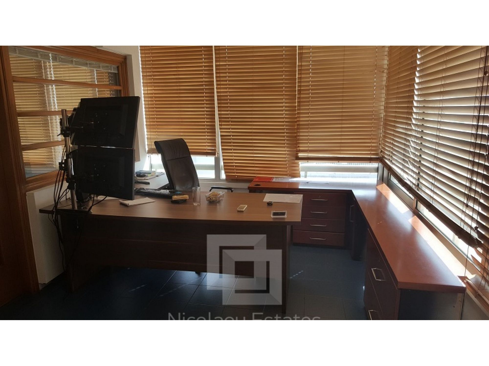 Unfurnished office space for rent in Enaerios